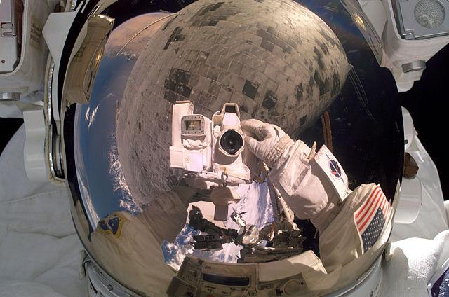 un selfie dallo spazio di Steve Robinson