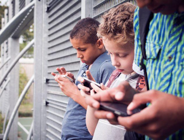 I Nativi Digitali corrono il rischio di non acquisire una competenza sociale adeguata alle interazioni dirette ossia non mediate.