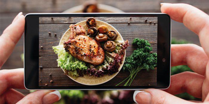 Mangiare con gli occhi: dalla fame visiva alla sazietà digitale